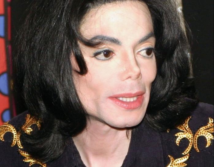 Michael Jackson ar fi plătit 35 milioane de dolari pentru a cumpăra tăcerea unor copii pe care i-a abuzat