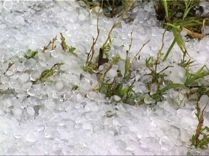 Ploi torențiale, descărcări electrice și grindină în mai multe zone din țară
