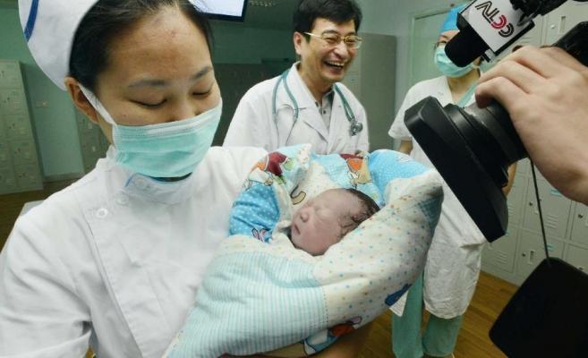 O femeie diagnosticată cu gripă aviară a născut un bebeluș sănătos