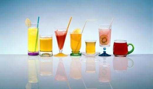 Mii de litri de sucuri şi băuturi răcoritoare EXPIRATE pe rafturile magazinelor din Cluj