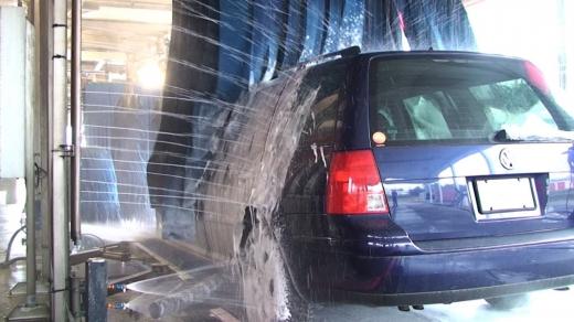 Zeci de spălătorii auto din Cluj au fost luate la purecat de Protecţia Consumatorilor