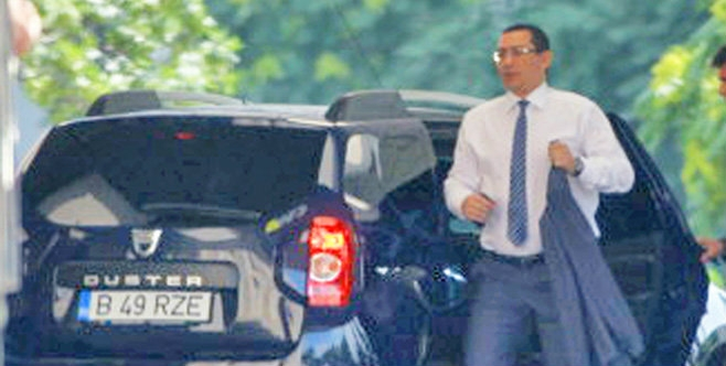 Ponta circulă oficial cu Dusterul însă pe ascuns preferă un Ferrari