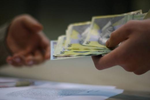Aproape jumătate dintre români consideră că merită salarii de trei ori mai mari decât au (Sursa foto: www.rnews.ro)
