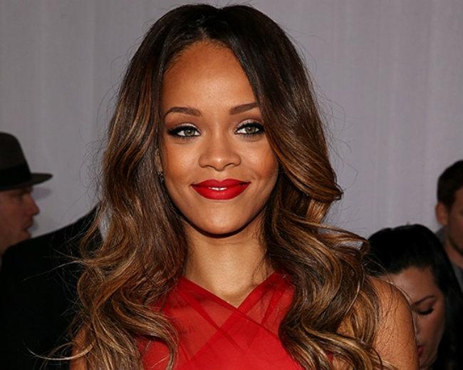 Cântăreaţa Rihanna