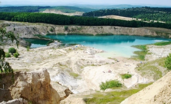 Laguna albastra de la Aghiresu