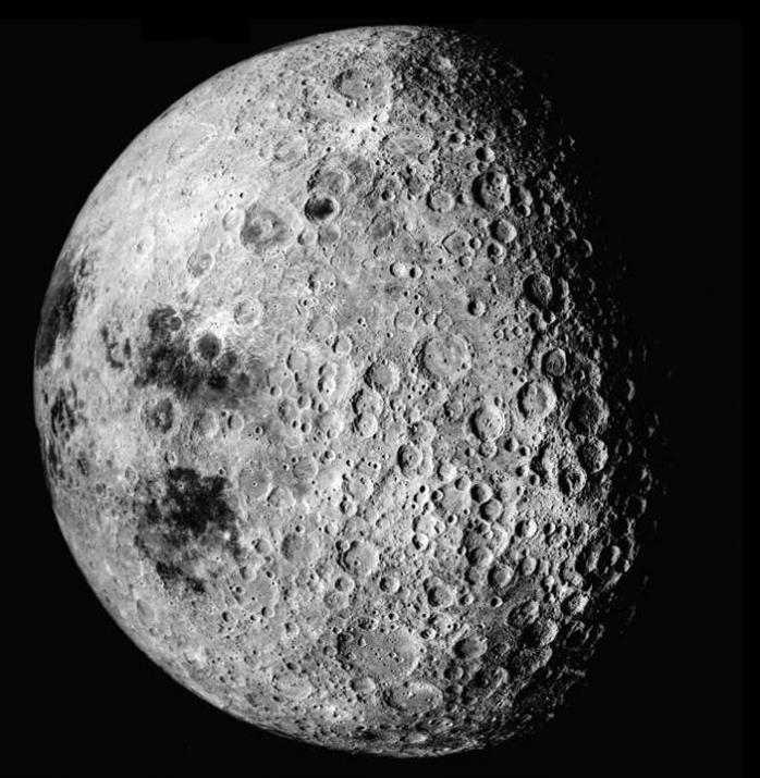 Au fost descoperite indicii ale existenței apei pe Lună