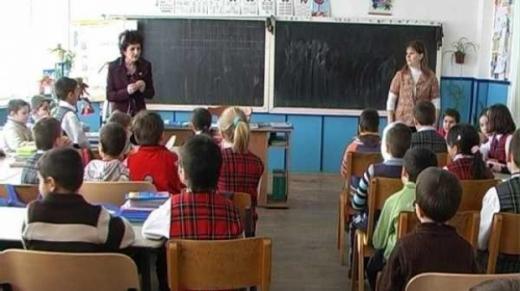 Școlile din satele cu primari PDL-iști ar putea beneficia de apă și canalizare