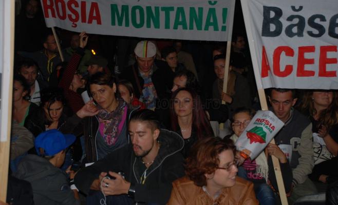 Oana Boc în mijlocul protestatarilor