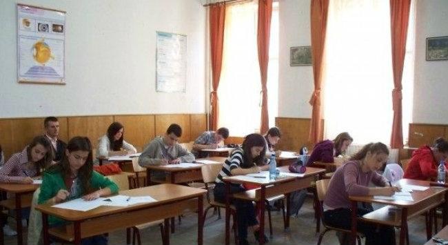 Elevi în sala de clasă