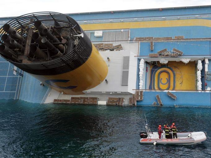 Pachebotul Costa Concordia a fost repus pe linia de plutire
