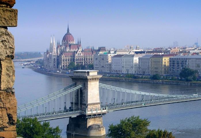 Sute de persoane au fost evacuate din Budapesta