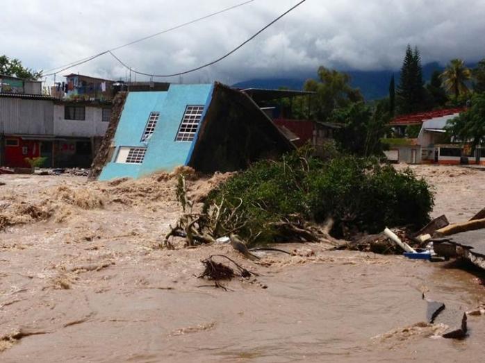 Uraganul Manuel a lovit nord-vestul Mexicului