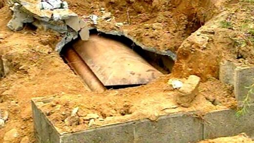 Românii s-au apucat de jefuit cadavre în Franța