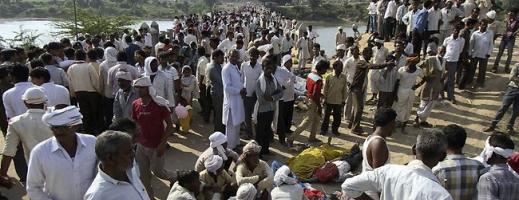 Peste 100 de oameni au murit şi 133 au fost răniţi în urma BUSCULADEI de la templul