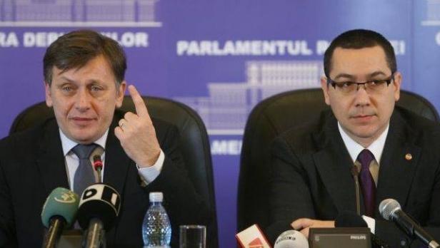 Ponta şi Antonescu, tot mai departe unul de altul, în sondaje