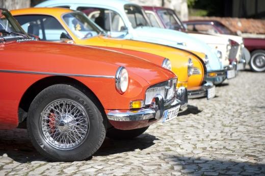 Paradă de automobile de epocă, sâmbătă în Piața Unirii
