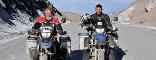 Doi fotografi români, tată şi fiu, au călătorit cu motocicletele prin Asia aproape 70 de zile