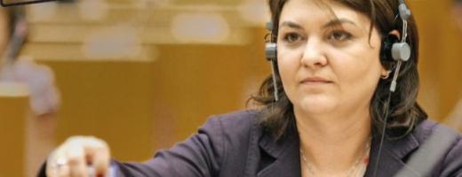 Efectul de lobby: Un eurodeputat trece de la aur la cianuri