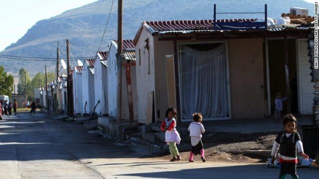 Doi copii au fost predaţi familiilor rome din Irlanda după teste ADN concludente