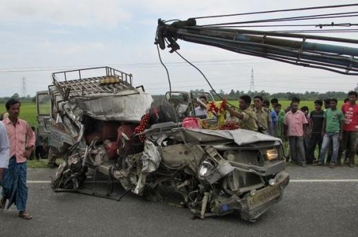 ACCIDENT de autobuz în India: Cel puţin 44 de persoane au murit