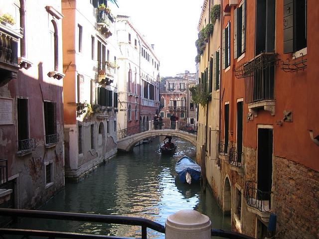 Google Maps oferă de astăzi plimbări Street View prin Veneţia