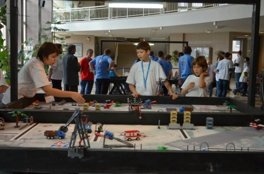 """Clujenii au spart gheața la competiția internațională """"First Lego League Challenge"""""""