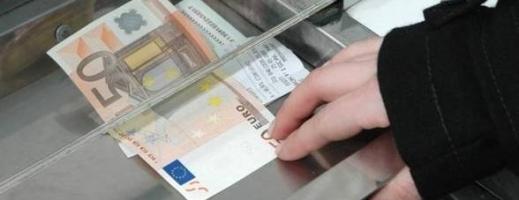 Euro se întoarce spre 4,44 lei