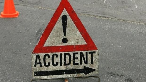 ACCIDENT în Feleacu: O mașină a intrat într-un parapet