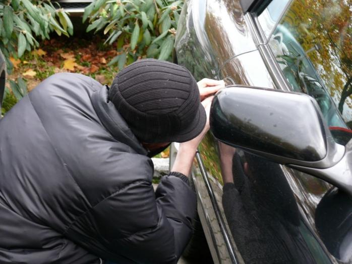 Încă un furt din autoturism pe strada Cardinal Iuliu Hossu. De această dată hoții au fost prinși!