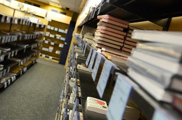 CELE MAI FURATE cărţi din librării în 2013
