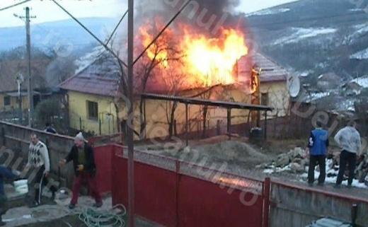 Un clujean a rămas fără ocuinţă, în urma unui incendiu Sursa foto: dejeanul.ro