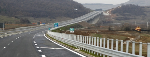 Hoții de fier vechi au furat balustrada de pe Autostrada Transilvania