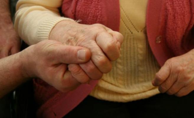 O nouă terapie ameliorează simptomele motorii ale bolnavilor de Parkinson