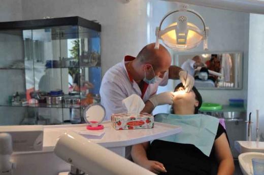 Stomatologii ameninţă că nu vor semna contractele cu CNAS