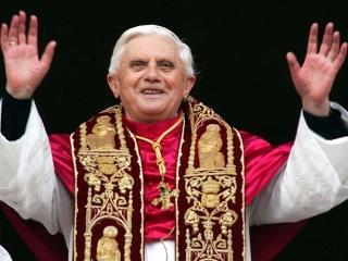 Papa Benedict al XVI lea