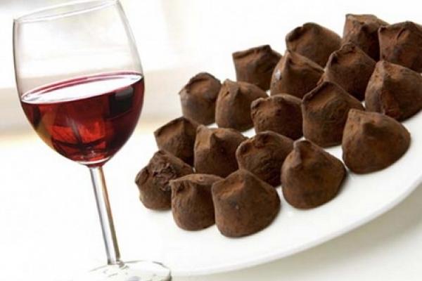 Ciocolata şi vinul roşu pot preveni diabetul