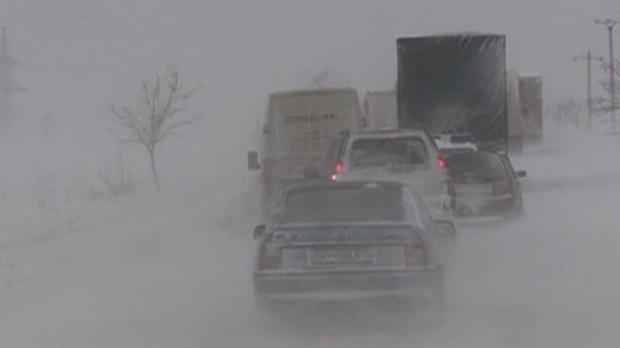 SITUAŢIA ÎN ŢARĂ: Circulaţie BLOCATĂ în continuare pe A2 şi A3 şi pe 24 de drumuri naţionale