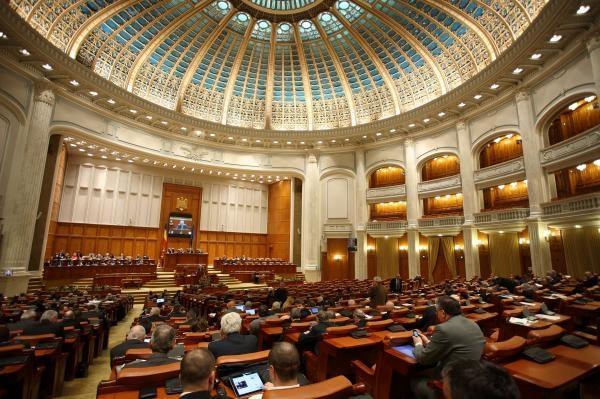 Senatul a adoptat ordonanţa privind creşterea accizei la carburanţi