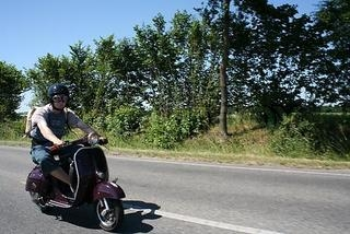 Mopedist fără carnet prins în Câmpia Turzii