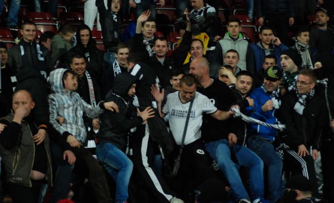 Amenzi, interdicti și dosare penale pentu fanii scandalagii în urma meciului CFR Cluj  – U Cluj