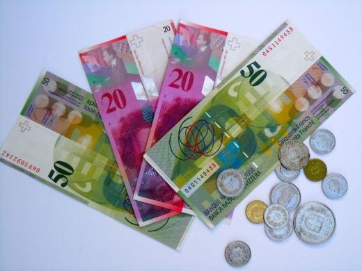 Ratele la creditele în franci elveţieni ar putea să scadă