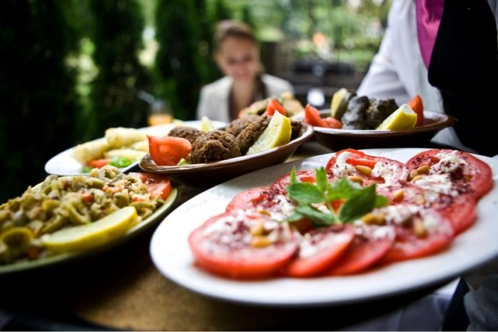 Clujenii sunt gurmanzi şi cheltuie în medie 40 de lei pe o comandă de mâncare plasată online.
