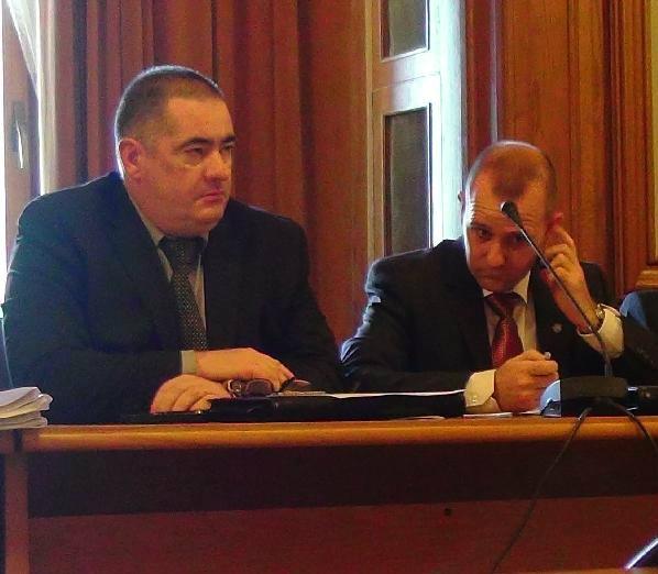 Generalul SRI Dumitru Dumbravă (foto dreapta) ar vrea să ne inspecteze calculatoarele atunci când dorește el