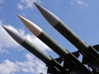 Un avion care transporta echipamente militare a fost doborât în estul țării