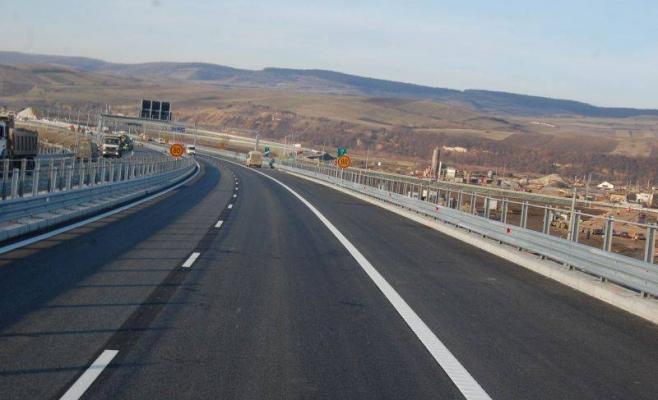 Au furat parapeţii de la Autostrada Transilvania