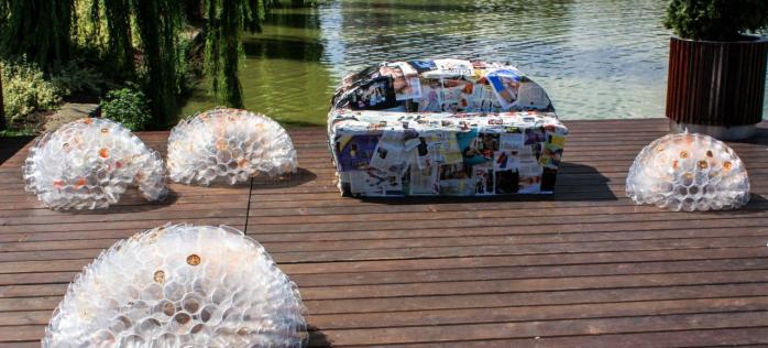 Obiecte de artă din deșeuri reciclate, expuse la Cluj-Napoca – FOTO
