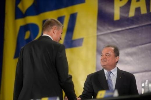 Preşedintele PNL, Klaus Iohannis şi preşedintele PDL Vasile Blaga. Sursă foto: obiectiv.info