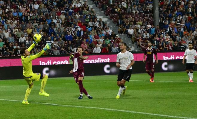 Ciprian Deac marcând golul pentru 2-0 în meciul cu Astra Giurgiu