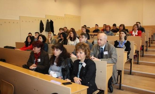 100 de profesori din Cluj îi învață pe elevi secretele orientării în spațiu