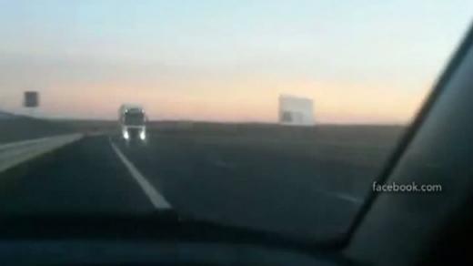 Un şofer inconştient a circulat pe contrasens pe Autostrada Transilvania. Foto: Captură video
